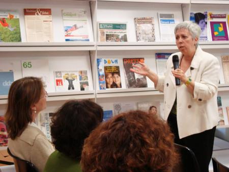 Консуэло Barea Payueta родился в Барселоне в 1949 году он закончил по математике в 1976 году и в медицине в 1984 г. Он работает в качестве медицинского психотерапевта с 1984 года с 1995 года сосредоточил свою практику по предотвращению гендерного насилия с помощи жертв, проведения обследований, профессиональной подготовки и консультации для организаций и учреждений.